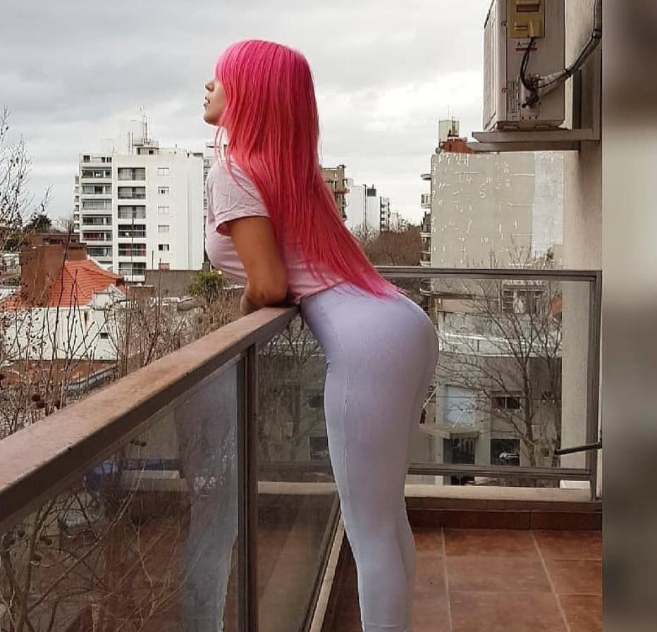 sonia ypallhlos - Η sexy δημοτική υπάλληλος που απολύθηκε επειδή γύριζε ροζ βίντεο