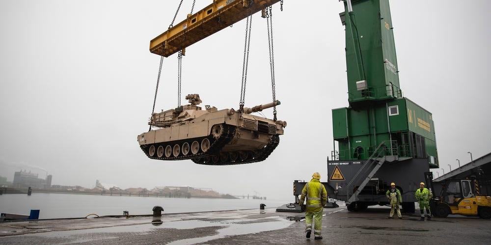 Defender Vissingen tank - 20.000 στρατιώτες φτάνουν για να «καθαρίσουν» τον κορονοϊό